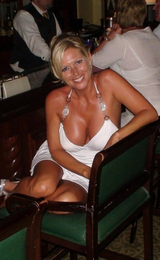 Gorgeous mature mom with sexy body